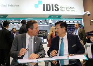 IDIS executive signing agreement at IFSEC 2016